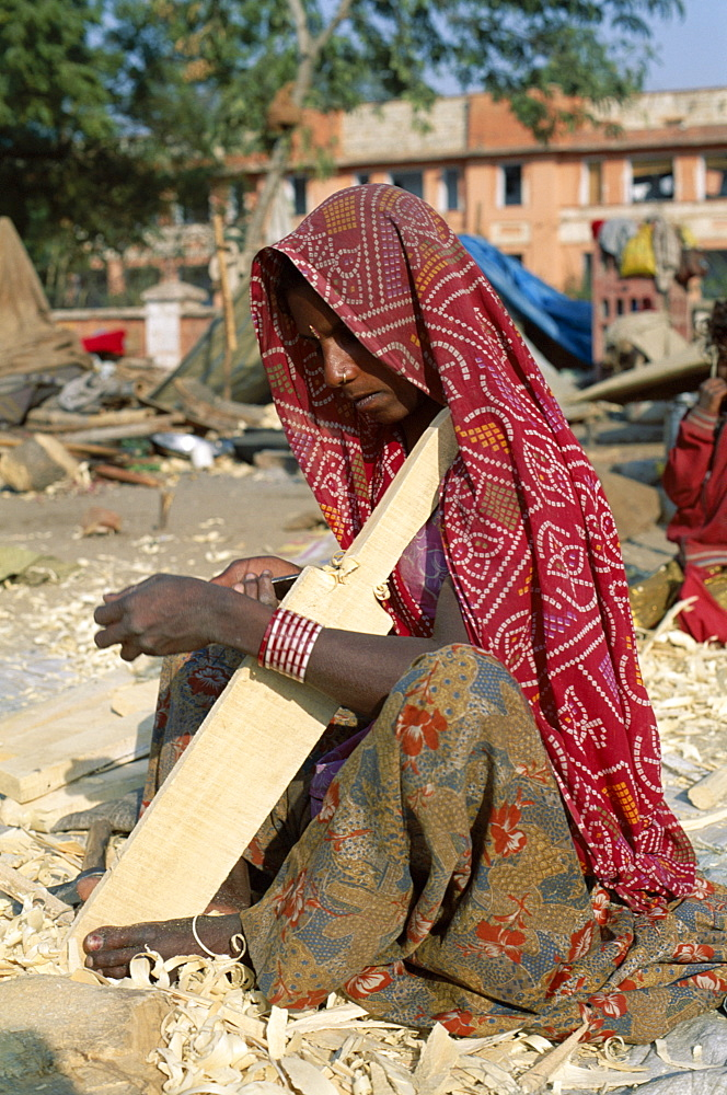 Woman making cricket bats by the roadside, Jaipur, Rajasthan, India, Asia