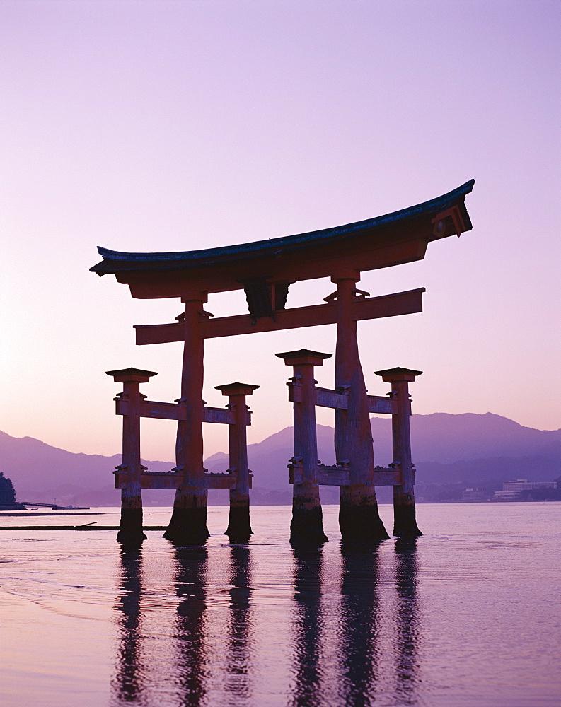 Torii Gate, Itsukushima Shrine, UNESCO World Heritage Site, Miyajima Island, Honshu, Japan, Asia