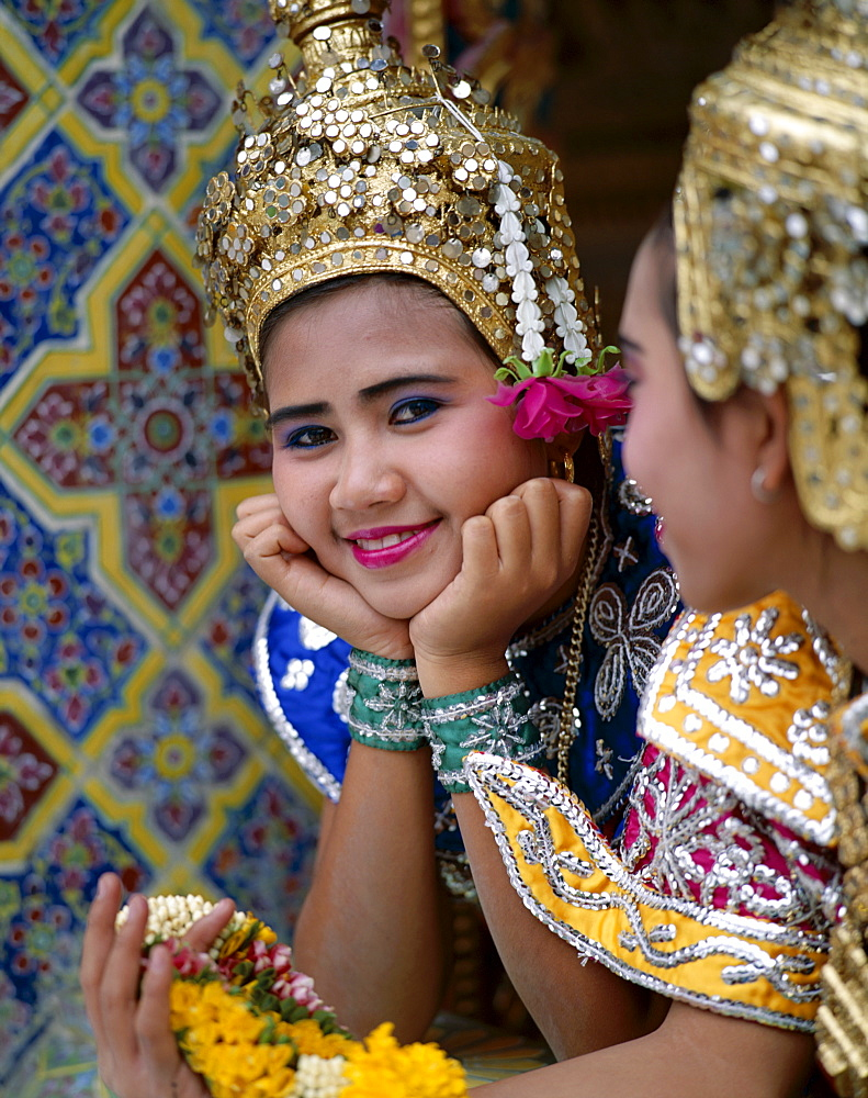 Girls dressed in traditional dancing costume, Bangkok, Thailand, Southeast Asia, Asia - 834-2784