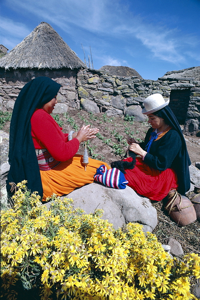 Indian women wool spinning, Taquile Island, Lake Titicaca, Peru, South America