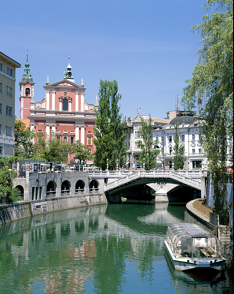 Ljubljanica River and city centre, Ljubljana, Slovenia, Europe