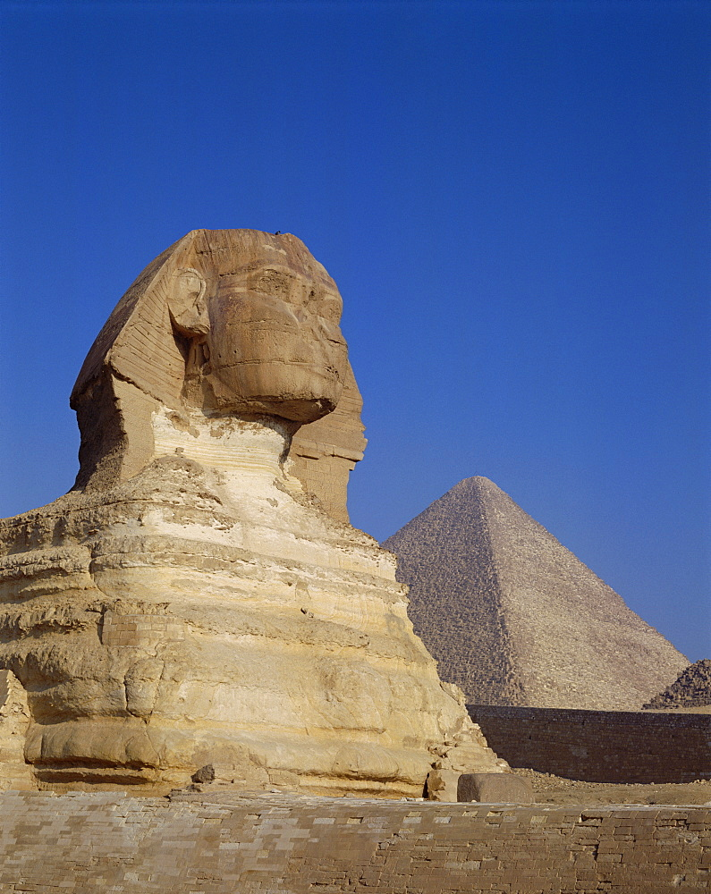 Great Sphinx and Pyramids, UNESCO World Heritage Site, Giza, Egypt, North Africa, Africa