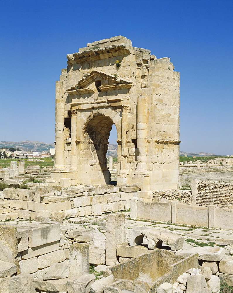 Trajans Arch, Maktar, Tunisia, North Africa, Africa