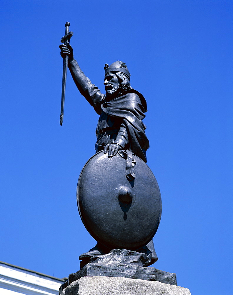 King Alfred statue, Winchester, Hampshire, England, United Kingdom, Europe