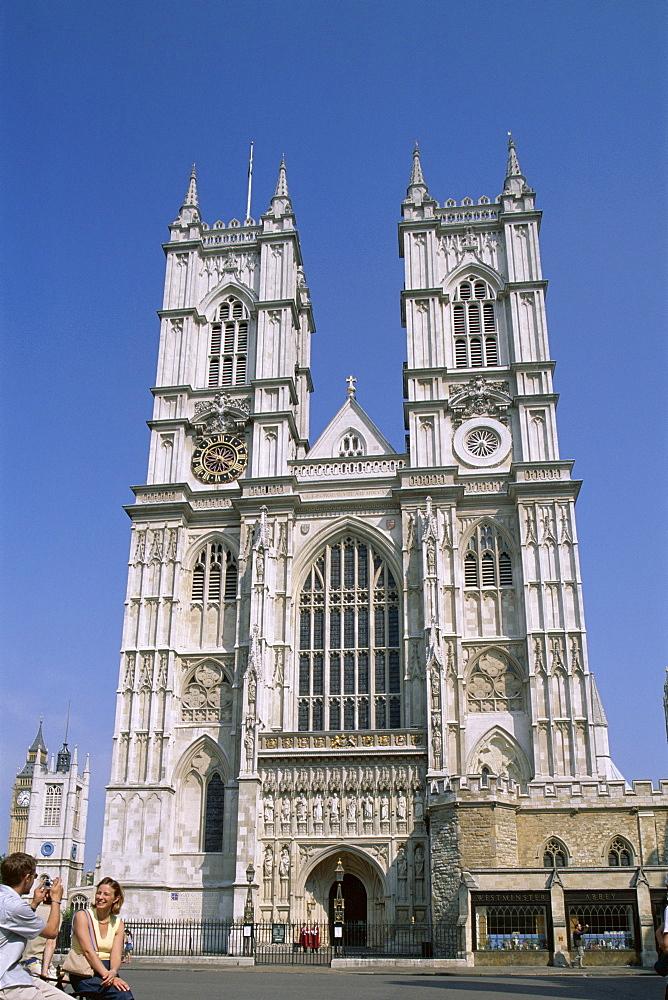 Tourist couple taking photo, Westminster Abbey, UNESCO World Heritage Site, London, England, United Kingdom, Europe