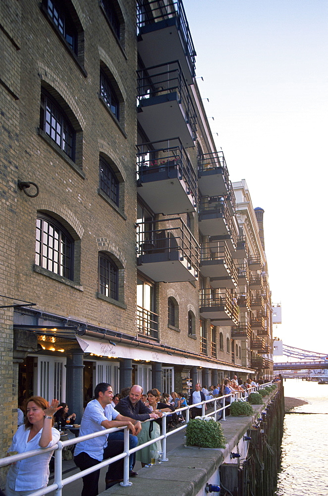 Riverfront dining at Chop House Restaurant, Butlers Wharf, London, England, United Kingdom, Europe