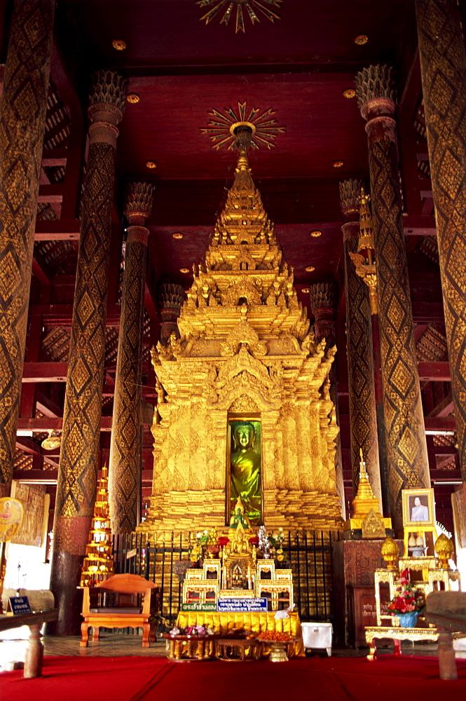 Interior of Wat Phra That Lampang Luang, Koh Kha, Lampang, Thailand, Southeast Asia, Asia