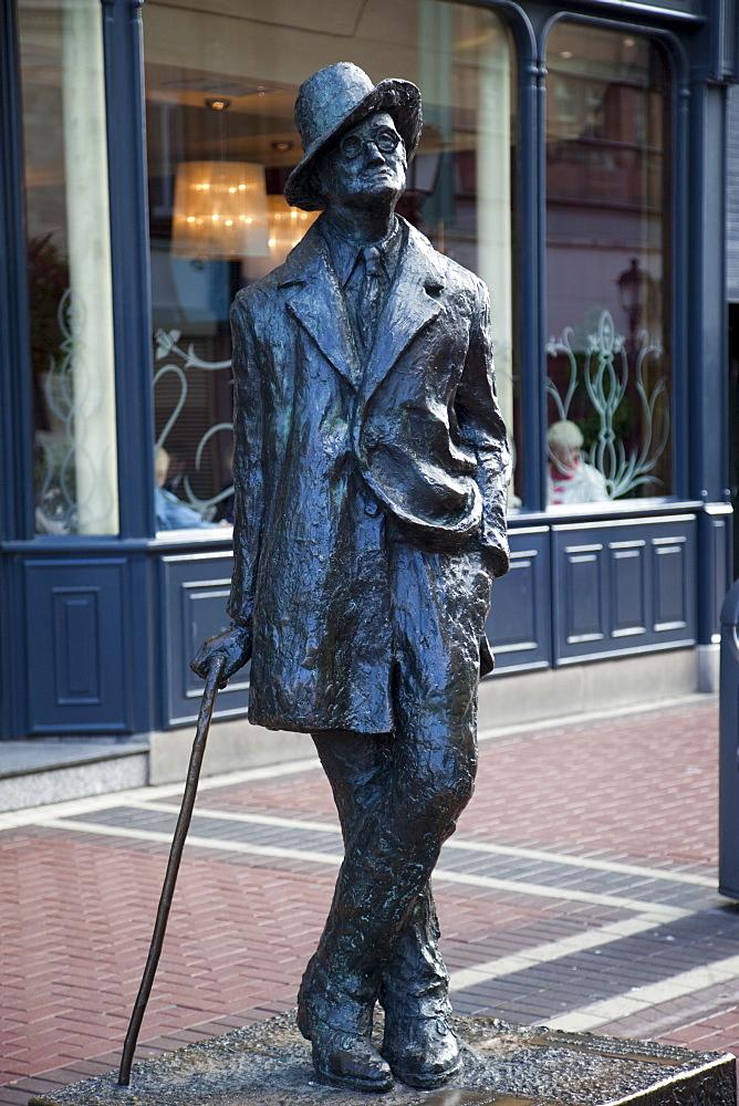 Statue of James Joyce, Dublin, Republic of Ireland, Europe
