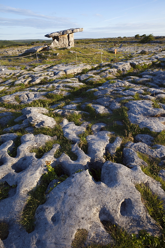Poulnabrone Dolmen, The Burren, County Clare, Munster, Republic of Ireland, Europe