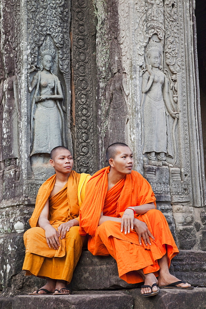 Monks and reliefs depicting apsara dancers, Bayon Temple, Angkor Thom, Angkor, UNESCO World Heritage Site, Siem Reap, Cambodia, Indochina, Southeast Asia, Asia