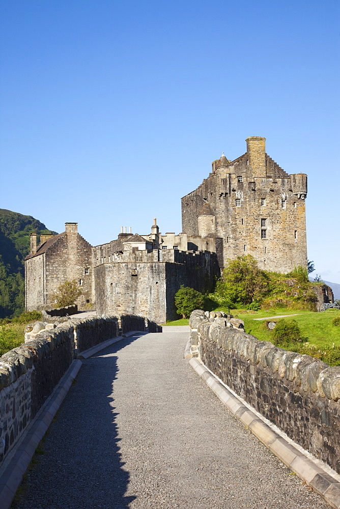 Eilean Donan Castle, Highlands, Scotland, United Kingdom, Europe - 834-7192