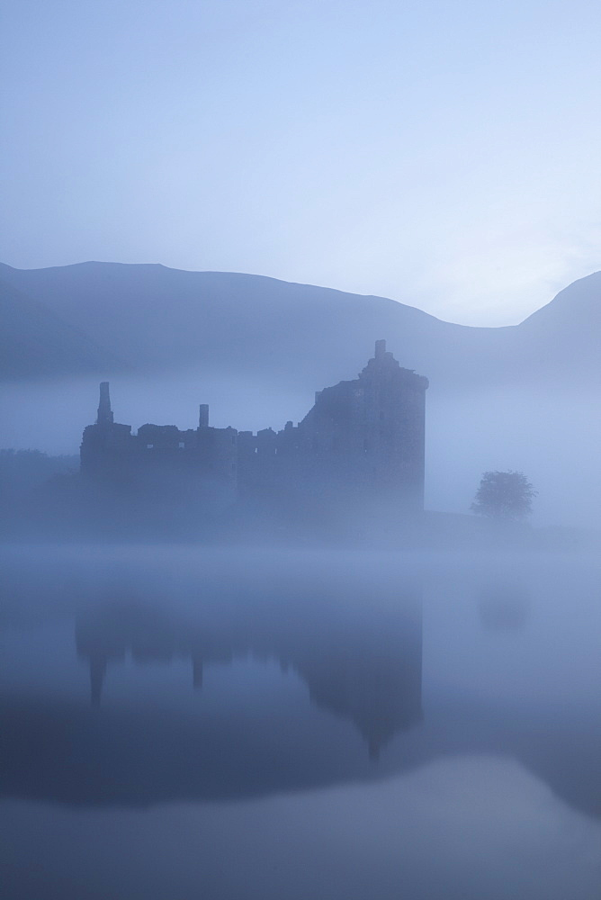 Kilchurn Castle, Loch Awe, Strathclyde, Scotland, United Kingdom, Europe - 834-7221