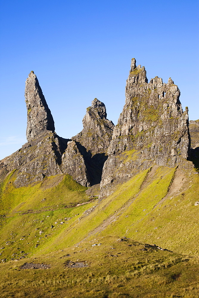 Old Man of Storr mountain, Trotternish Peninsula, Isle of Skye, Inner Hebrides, Scotland, United Kingdom, Europe - 834-7240