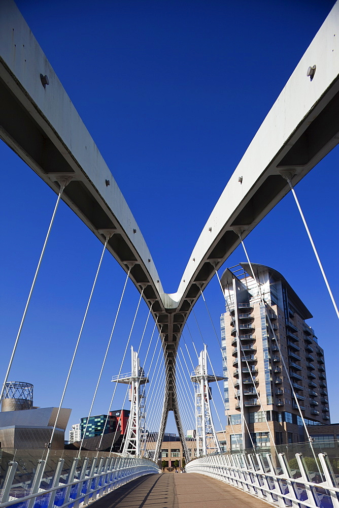 Millennium Bridge and the Lowry Centre, Salford Quays, Greater Manchester, England, United Kingdom, Europe