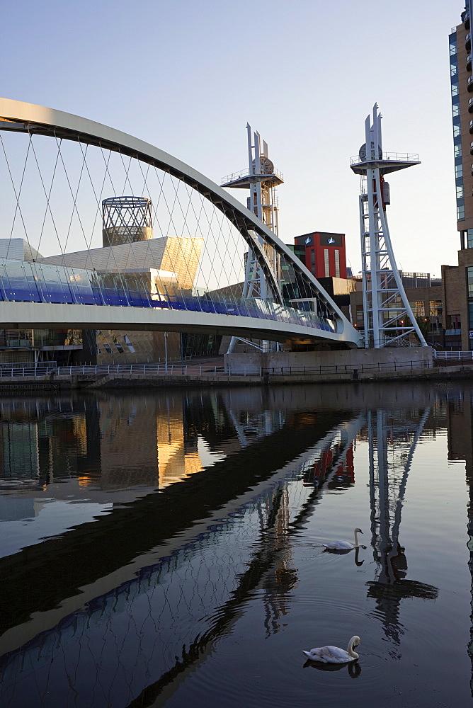 Millennium Bridge and the Lowry Centre, Salford Quays, Manchester, England, United Kingdom, Europe