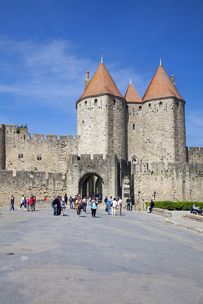 The turrets at the main entrance into medieval city of La Cite, Carcassonne, UNESCO World Heritage Site, Languedoc-Roussillon, France, Europe - 835-29