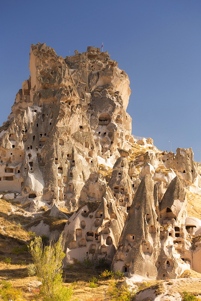 The town of Orchisar, showing the old tunneled houses dug into the volcanic rock, Cappadocia, Anatolia, Turkey, Asia Minor, Eurasia