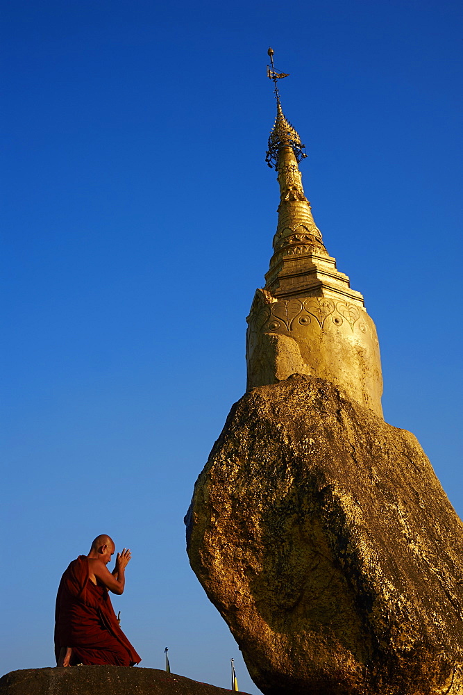 Buddhist monk praying at the Golden Rock of Nwa La Bo, Mawlamyine (Moulmein), Mon State, Myanmar (Burma), Asia - 841-1169