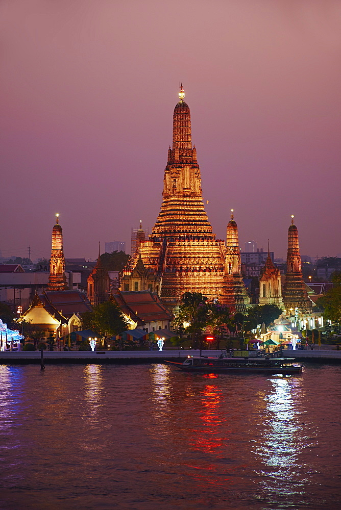 Wat Arun (Temple of the Dawn) and the Chao Phraya River by night, Bangkok, Thailand, Southeast Asia, Asia