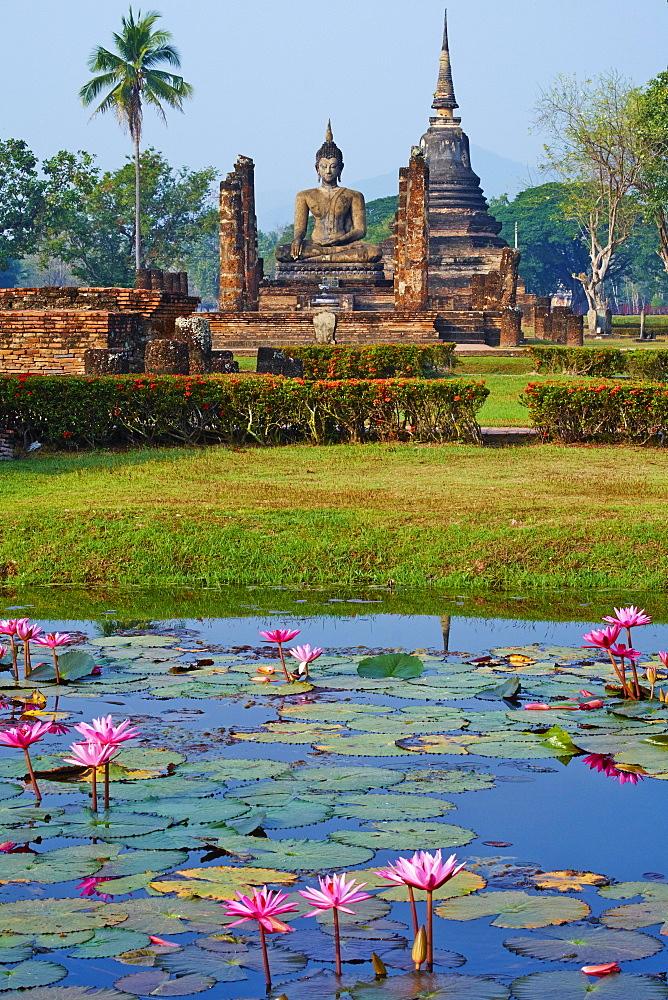 Wat Mahatat, Sukhothai Historical Park, UNESCO World Heritage Site, Sukhothai, Thailand, Southeast Asia, Asia - 841-1510