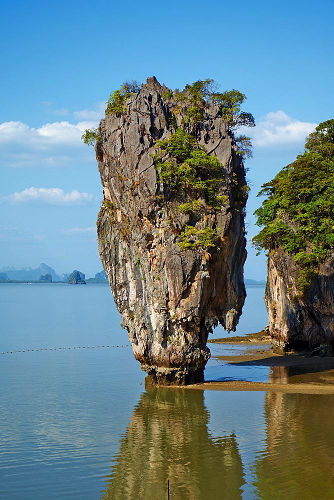 Phang Nga Bay, Ao Phang Nga National Park, Ko Khao Phing Kan Island, Ko Tapu Rock (James Bond Rock), Krabi Province, Thailand, Southeast Asia, Asia - 841-1565