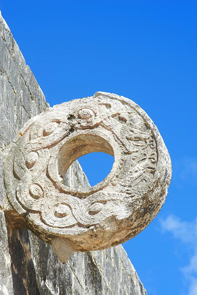 One of the stone hoops in the Great Ball Court (Gran Juego de Pelota), ancient Mayan ruins of Chichen Itza, UNESCO World Heritage Site, Yucatan, Mexico, North America