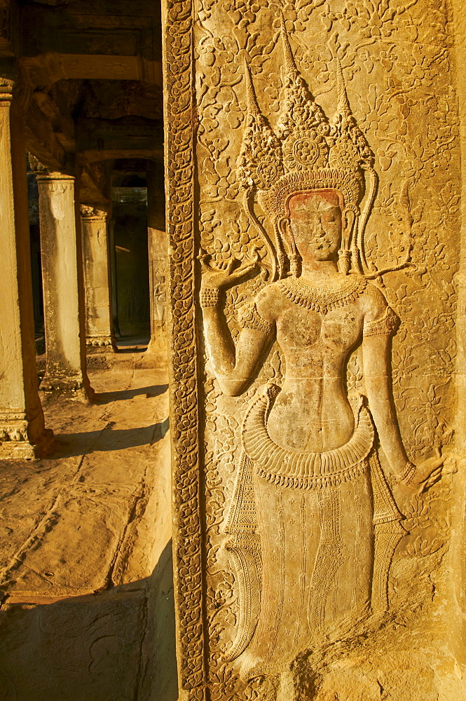 Relief sculpture of Apsara, heavenly dancer of the Khmer Kingdom, Angkor Wat temple, dating from the 12th century, Angkor, UNESCO World Heritage Site, Siem Reap, Cambodia, Indochina, Southeast Asia, Asia