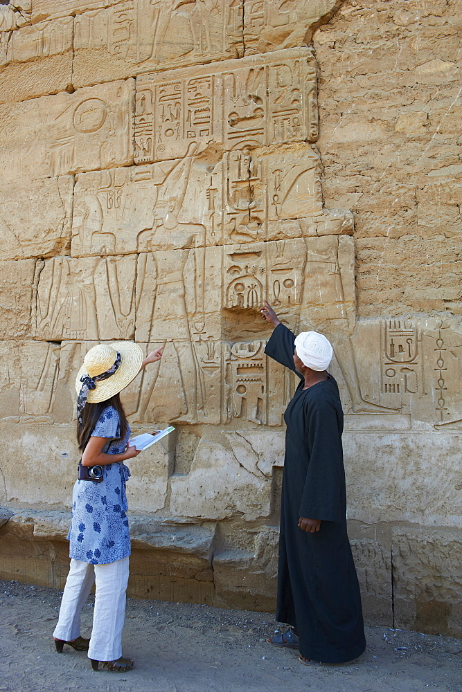 Tourist, Temple of Luxor, Thebes, UNESCO World Heritage Site, Egypt, North Africa, Africa