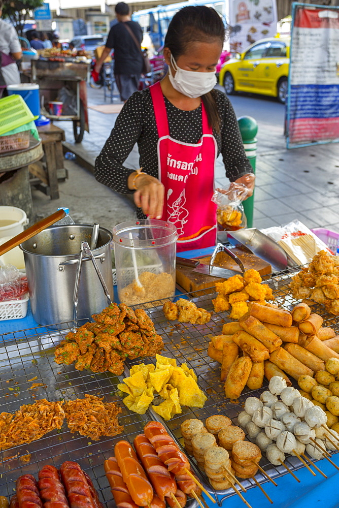 Street food on Phetchaburi Road, Bangkok, Thailand, Southeast Asia, Asia