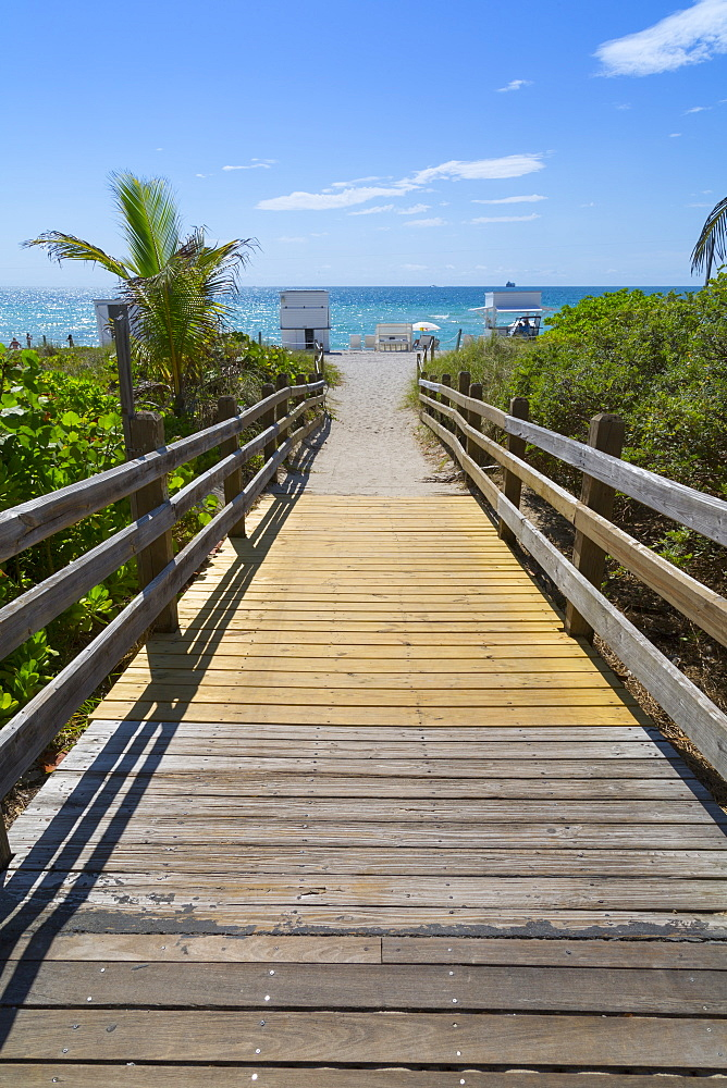 Boardwalk towards the beach and Atlantic Ocean, South Beach, Miami Beach, Miami, Florida, United States of America, North America