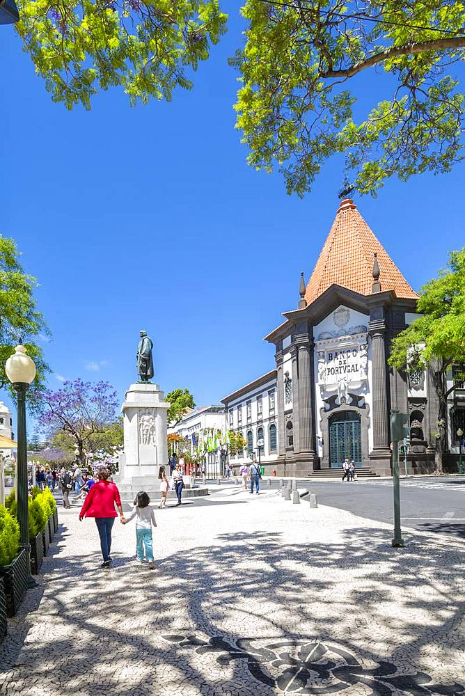 View of statue of Joao Goncalves Zarco and Banco de Portugal, Funchal, Madeira, Portugal, Atlantic, Europe