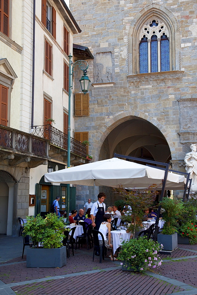 Cafe on the Piazza Vecchia, Bergamo, Lombardy, Italy, Europe