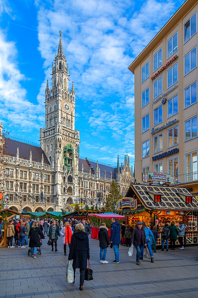 View of the New Town Hall clock tower (Rathaus) and Christmas Market in Marienplatz, Munich, Bavaria, Germany, Europe