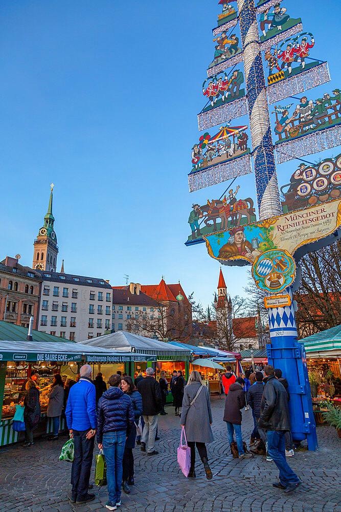 View of Viktualienmarkt at Christmas, Munich, Bavaria, Germany, Europe