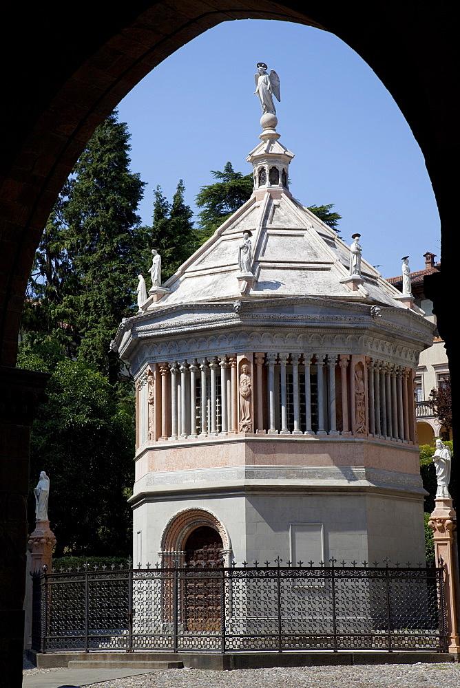 Baptistery, Piazza Vecchia, Bergamo, Lombardy, Italy, Europe