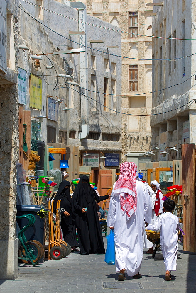 Local people, Waqif Souq, Doha, Qatar, Middle East