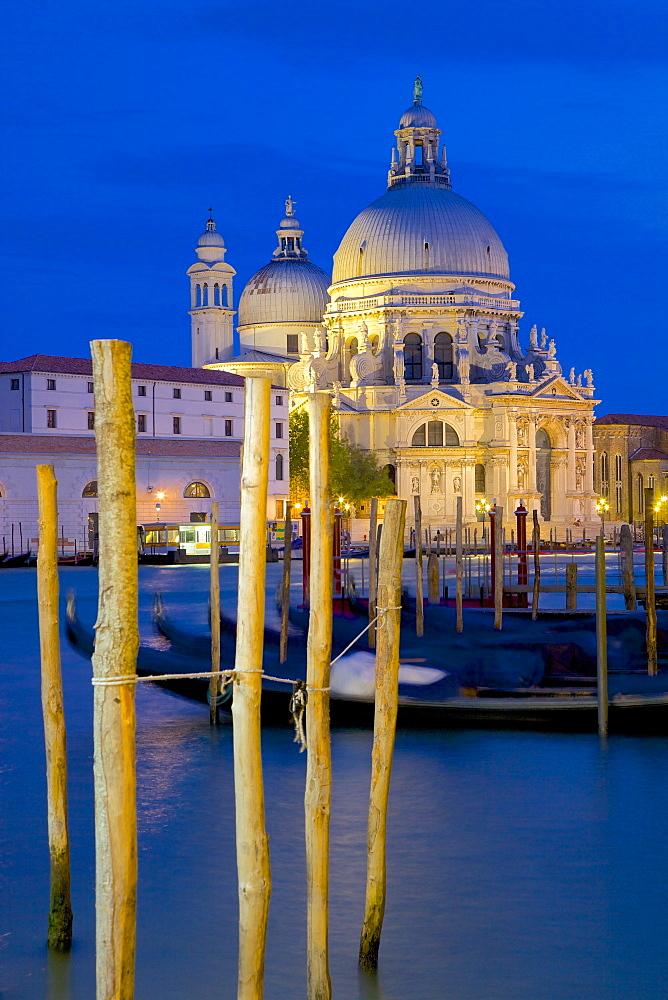 Santa Maria della Salute at dusk, Dorsoduro, Venice, UNESCO World Heritage Site, Veneto, Italy, Europe