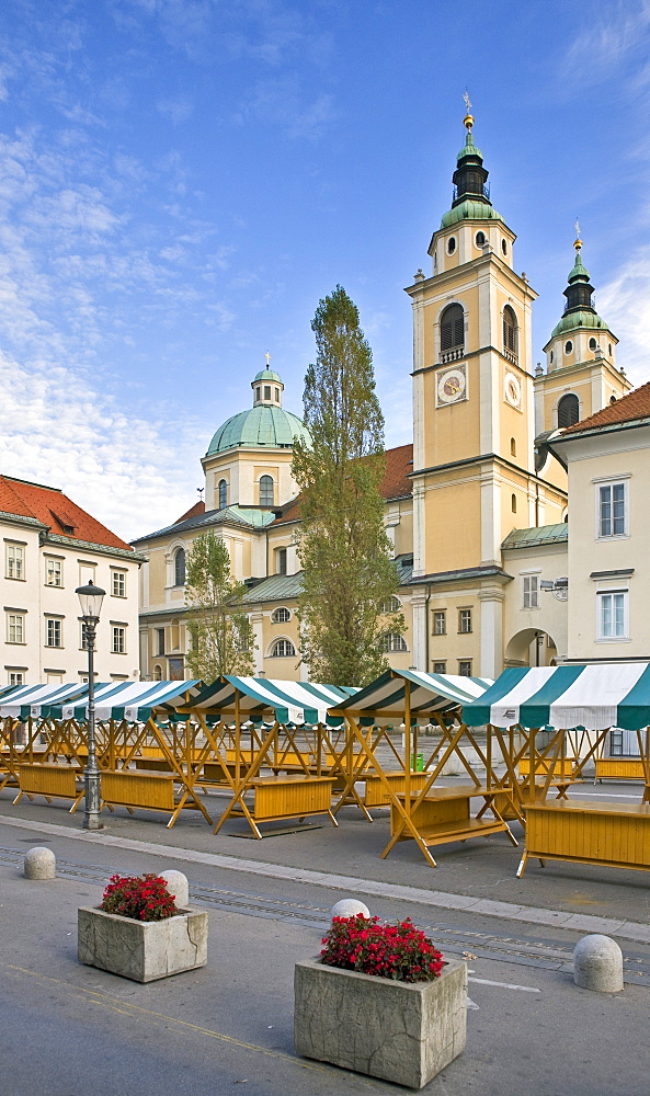 Market stalls in front of the Cathedral of St. Nicholas in Ljubljana, Slovenia, Europe
