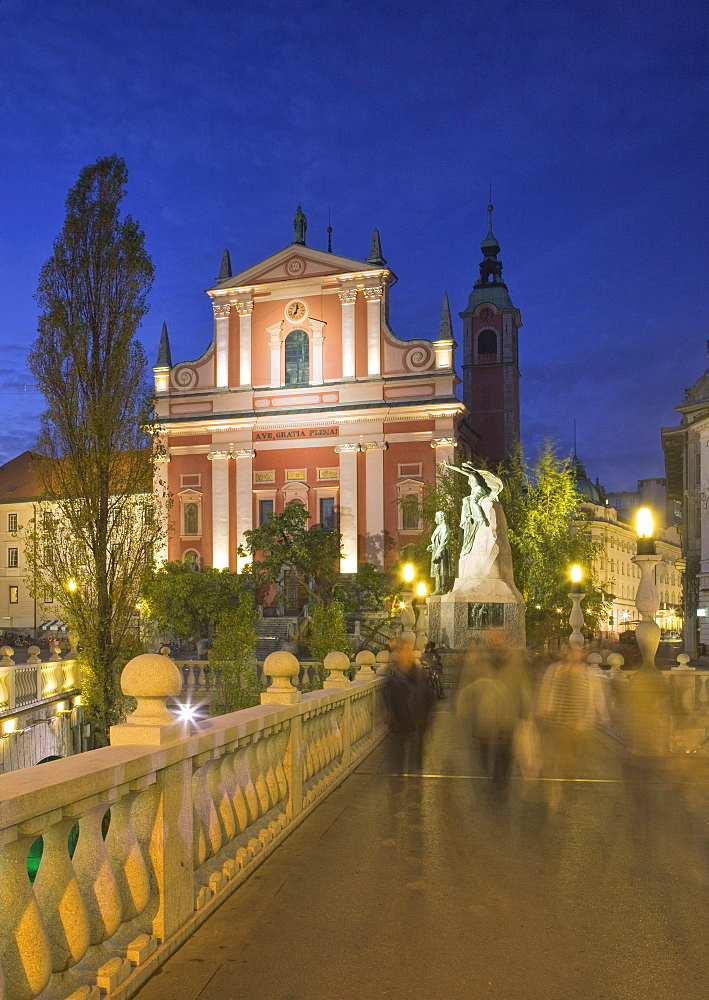 The Church of the Annunciation and Triple Bridge on the Ljubljanica River at dusk, Ljubljana, Slovenia, Europe
