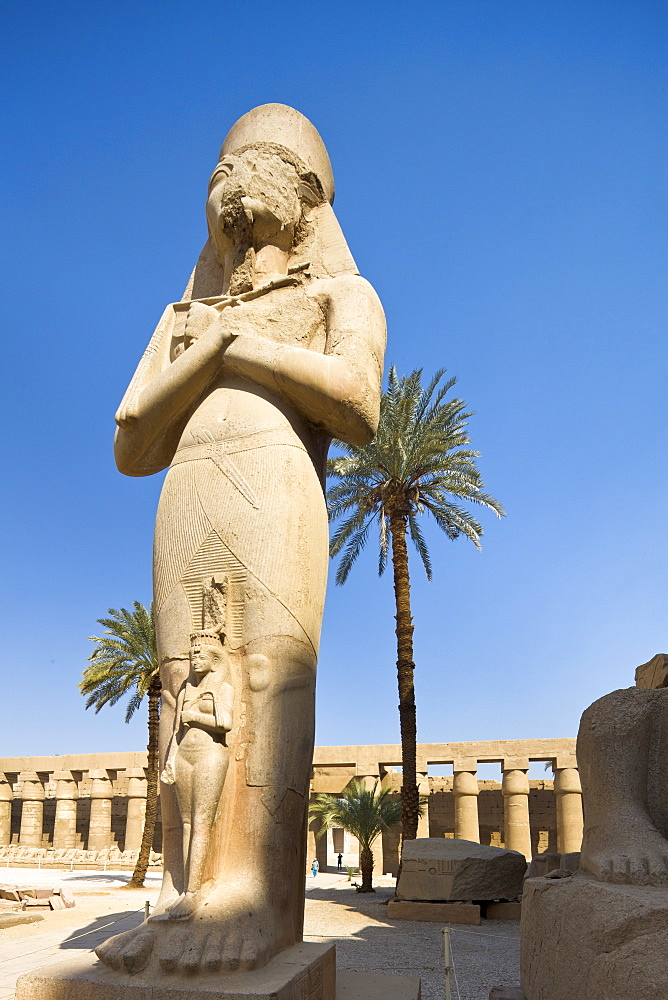 Colossal figure by the gate of the second pylon at Karnak Temple, Karnak, Thebes, UNESCO World Heritage Site, Egypt, North Africa, Africa