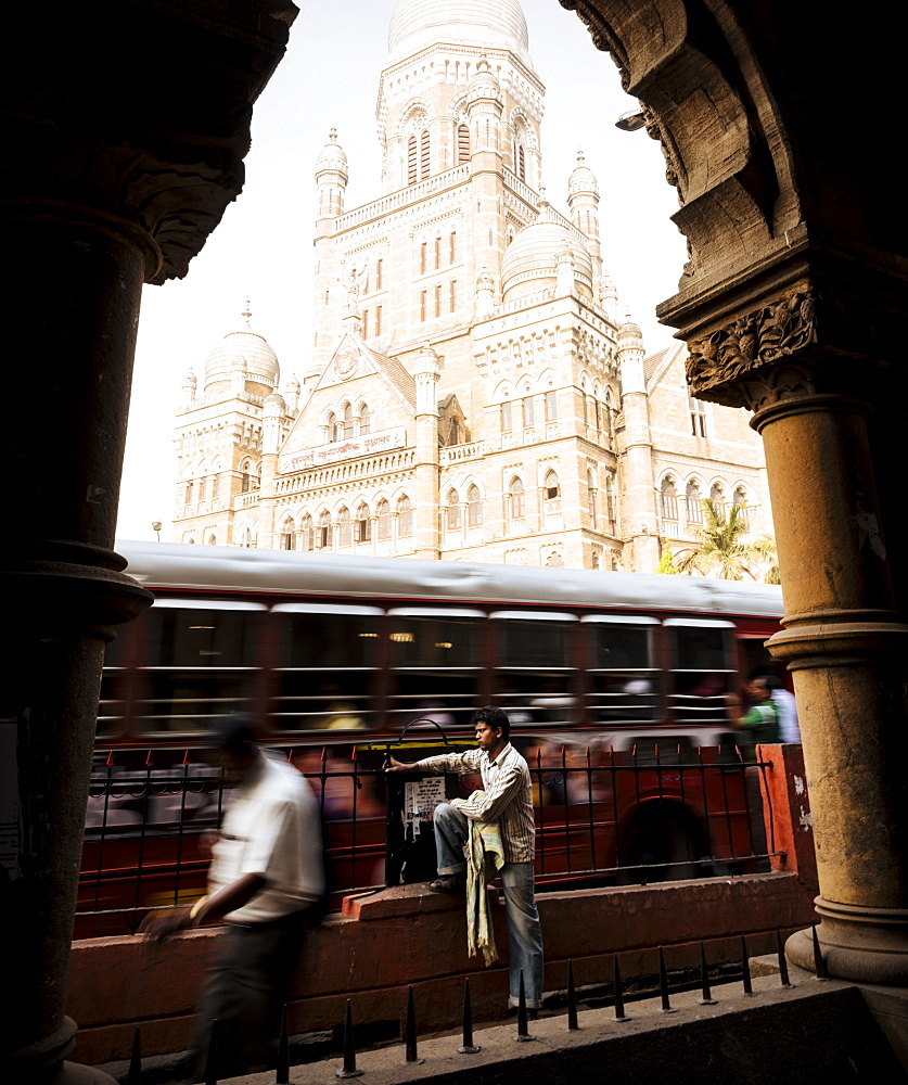 View through arch of Mumbai Municipal corporation building, Mumbai (Bombay), India, South Asia