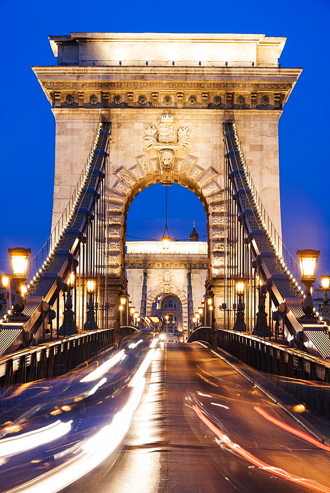 Chain Bridge at night, UNESCO World Heritage Site, Budapest, Hungary, Europe
