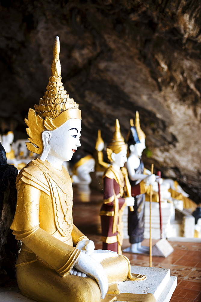 Statues of Buddha, Yathe Byan Cave, Hpa-an, Kayin State, Myanmar (Burma), Asia