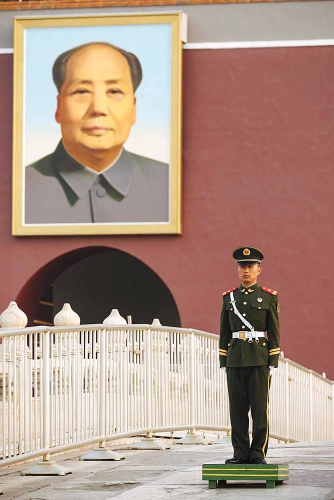 Gate of Heavenly Peace with Mao's Portrait and guard, Tiananmen Square, Beijing, China, Asia