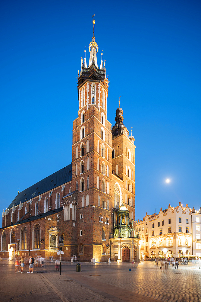 Exterior of Saint Mary's Basilica (Bazylika Mariacka) in Market Square (Rynek Glowny) at night, UNESCO World Heritage Site, Krakow, Malopolskie, Poland, Europe