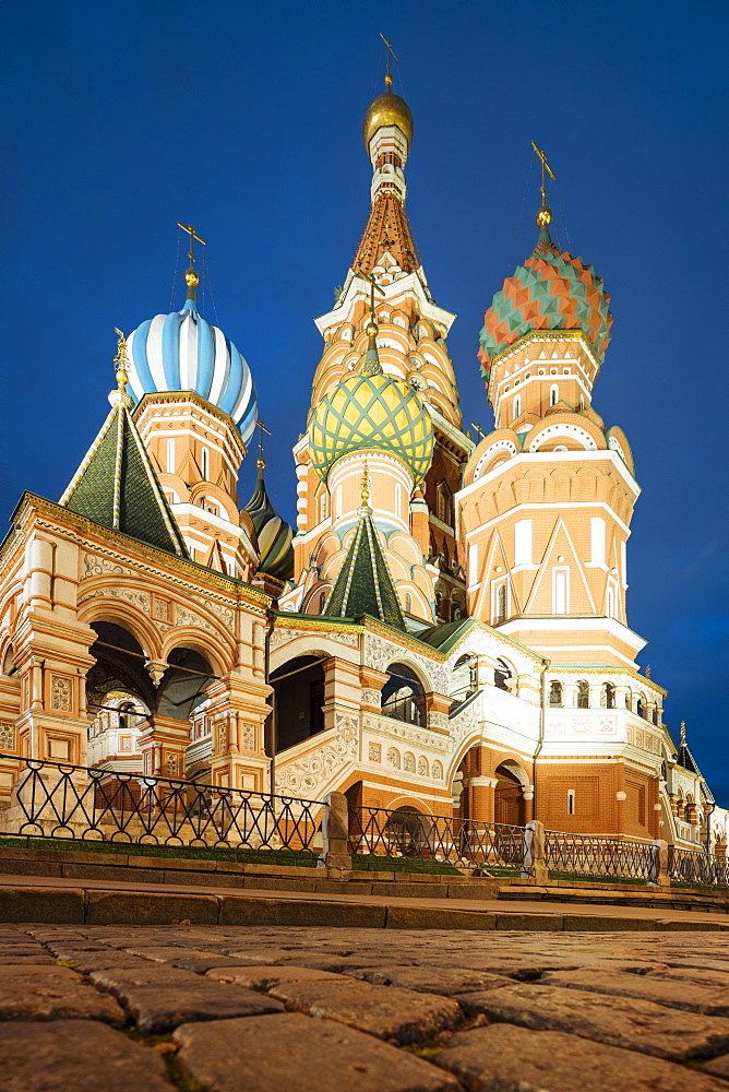 Exterior of St. Basil's Cathedral at night, Red Square, UNESCO World Heritage Site, Moscow, Moscow Oblast, Russia, Europe
