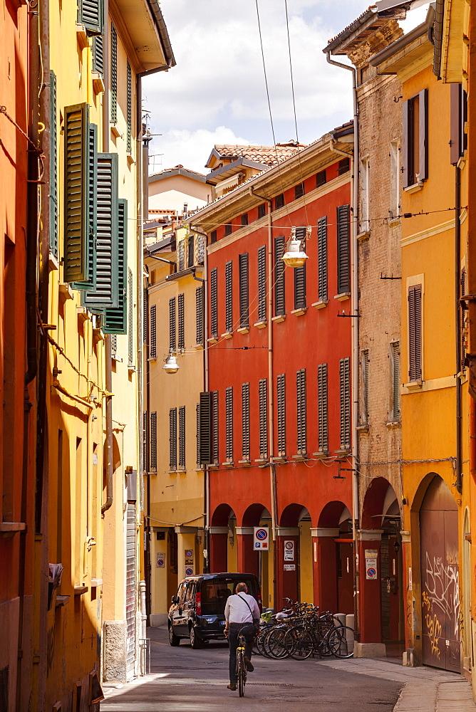 Porticoes in the historic centre of Bologna, UNESCO World Heritage Site, Emilia-Romagna, Italy, Europe