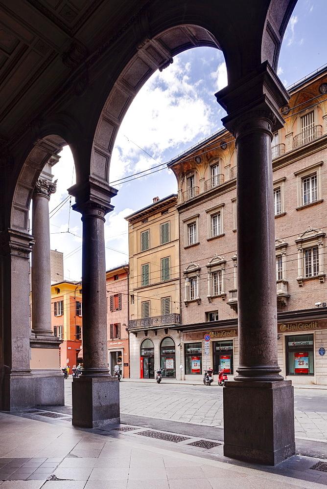 The porticoes of Via Rizzoli, Bologna. UNESCO World Heritage Site, Emilia-Romagna, Italy, Europe