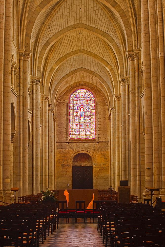 The nave of St.-Julien du Mans Cathedral, Le Mans, Sarthe, Pays de la Loire, France, Europe