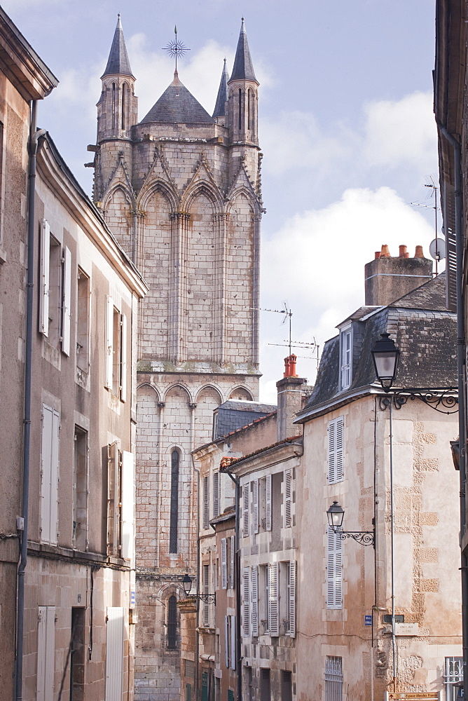 The small streets of Poitiers with the cathedral in the background, Poitiers, Vienne, Poitou-Charentes, France, Europe